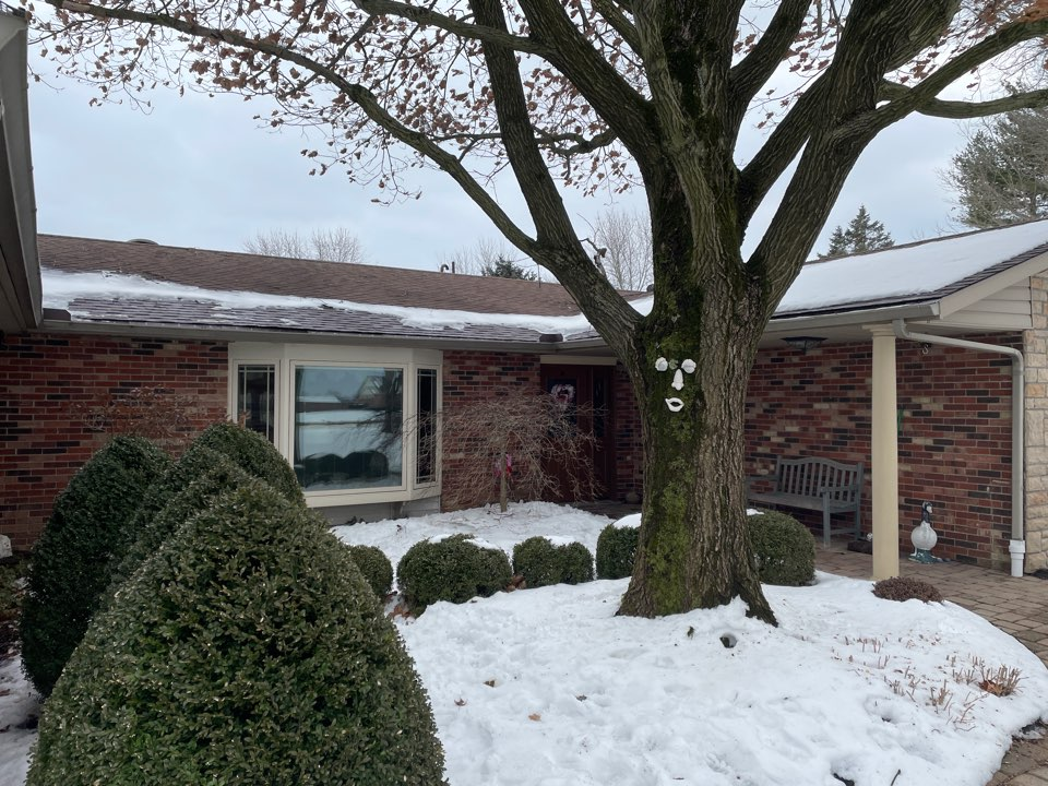 Bellbrook, OH - Free estimate for a shingle roof repair from ice and snow damage in Washington Township, Ohio.