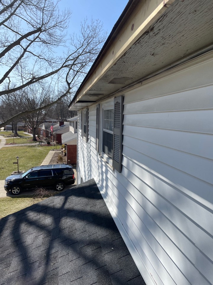 Dayton, OH - Storm damaged roof. Free roof inspection. Insurance claim.