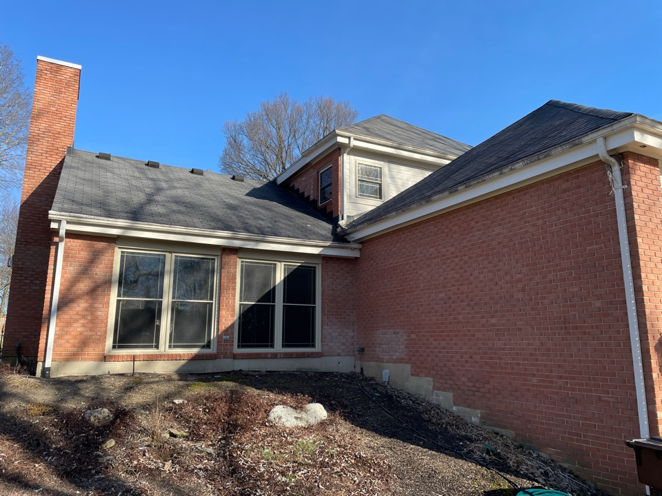 Dayton, OH - Free estimate to replace asphalt roof in Dayton,OH.