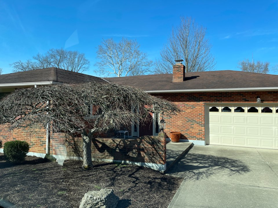 Middletown, OH - Free estimate to replace old asphalt roof in Middletown, OH.