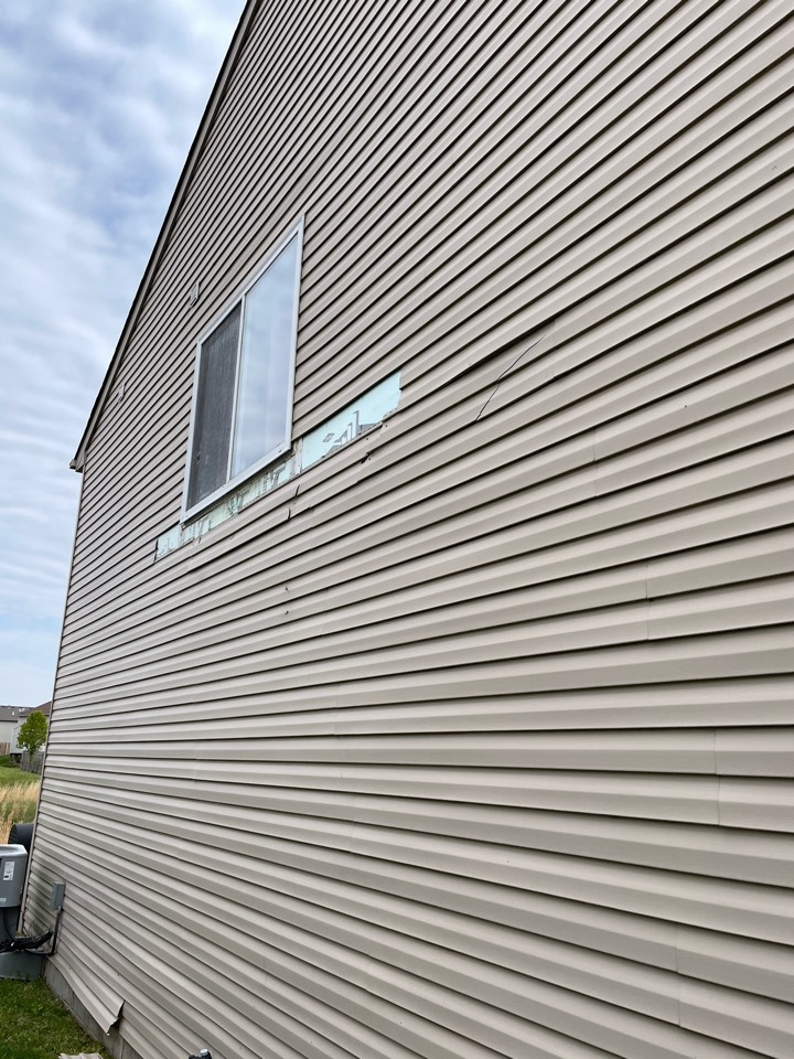 Germantown, OH - Providing an estimate for an insurance claim due to wind-damaged siding in Germantown, Ohio.
