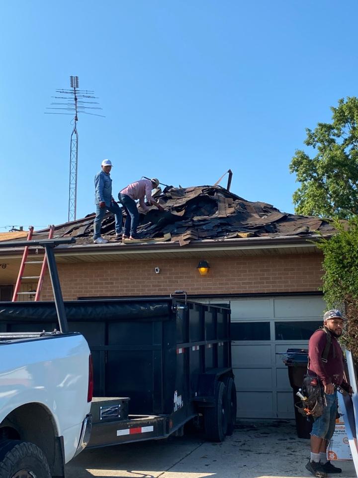 Dayton, OH - Full roof replacement using CertainTeed Landmark shingles