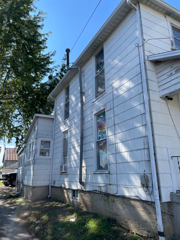 Free estimate to replace old siding in Greenville, Ohio.