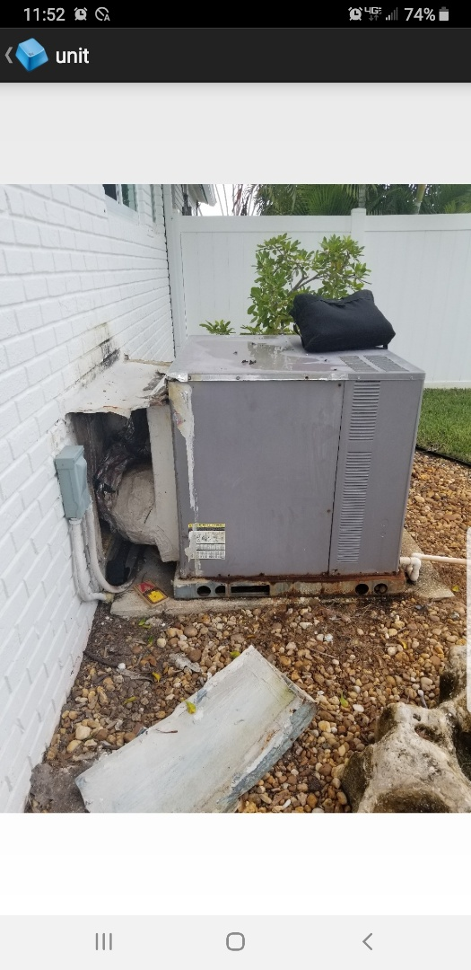 Lighthouse Point, FL - Giving an estimate to replace the A/C system