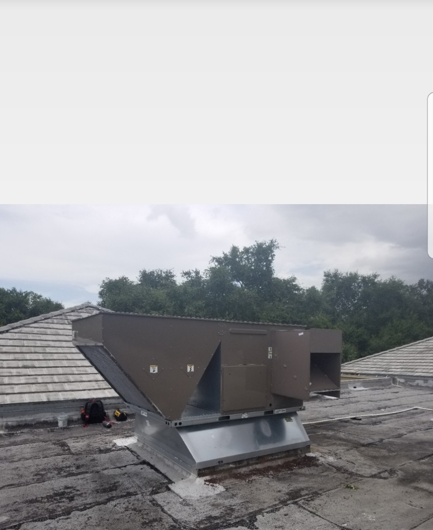 Commercial building roof top air conditioning replacement