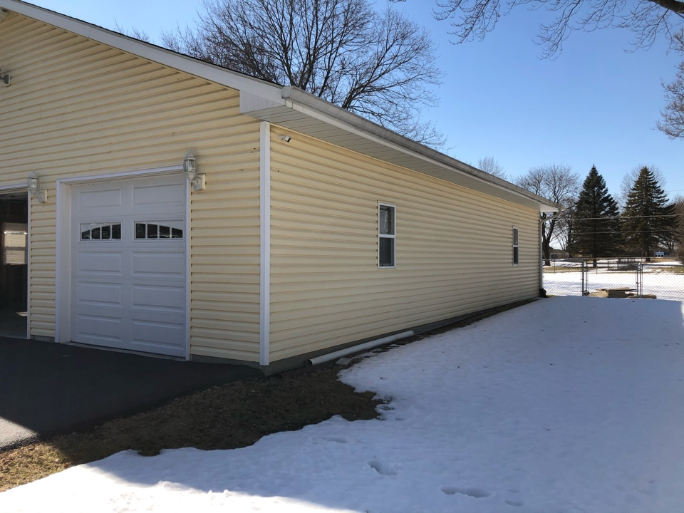 Grayslake, IL - Providing an estimate for a ductless mini split heating and AC system for a garage, in Grayslake, IL 60030