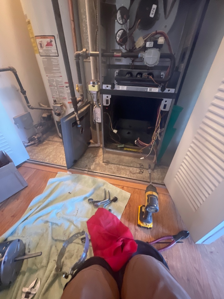 Streamwood, IL - Replacing a motor, doing a wheel cleaning as well as furnace maintenance