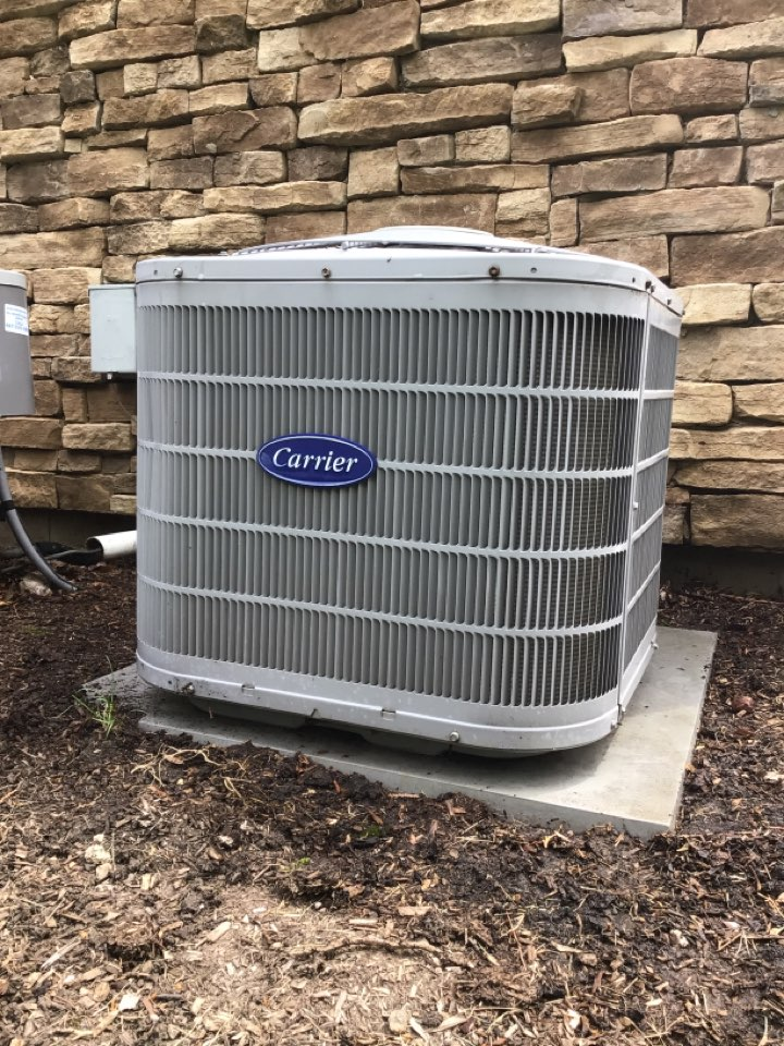 Air conditioning clean and check on a Carrier unit