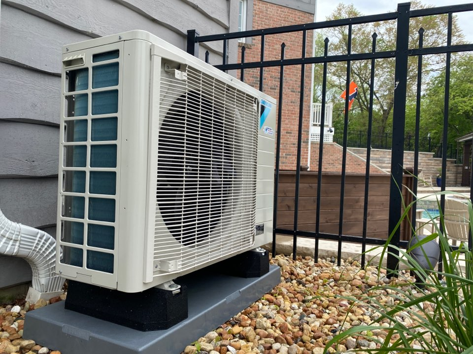 South Barrington, IL - Air conditioning clean and check on a Daikin Fit!
