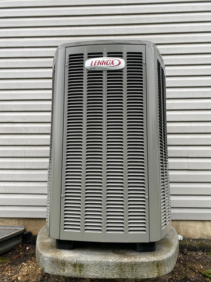 Algonquin, IL - Air conditioning clean and check on a Lennox unit