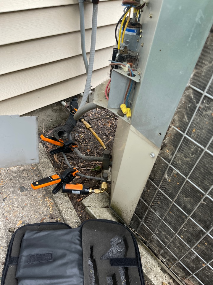 Streamwood, IL - No AC on a townhouse