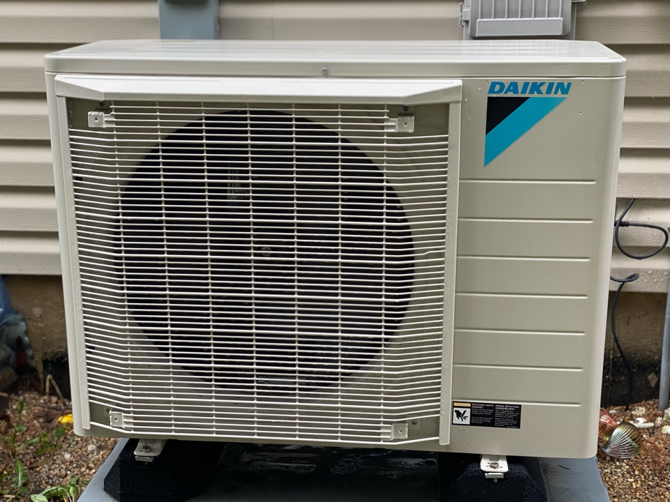 Air conditioning clean and check on a Daikin unit.