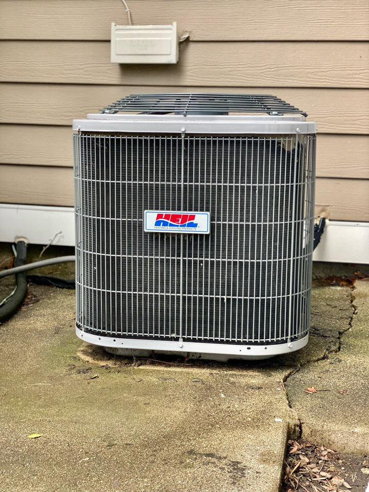 Schaumburg, IL - Air conditioning clean and check & repair on a Heil unit!