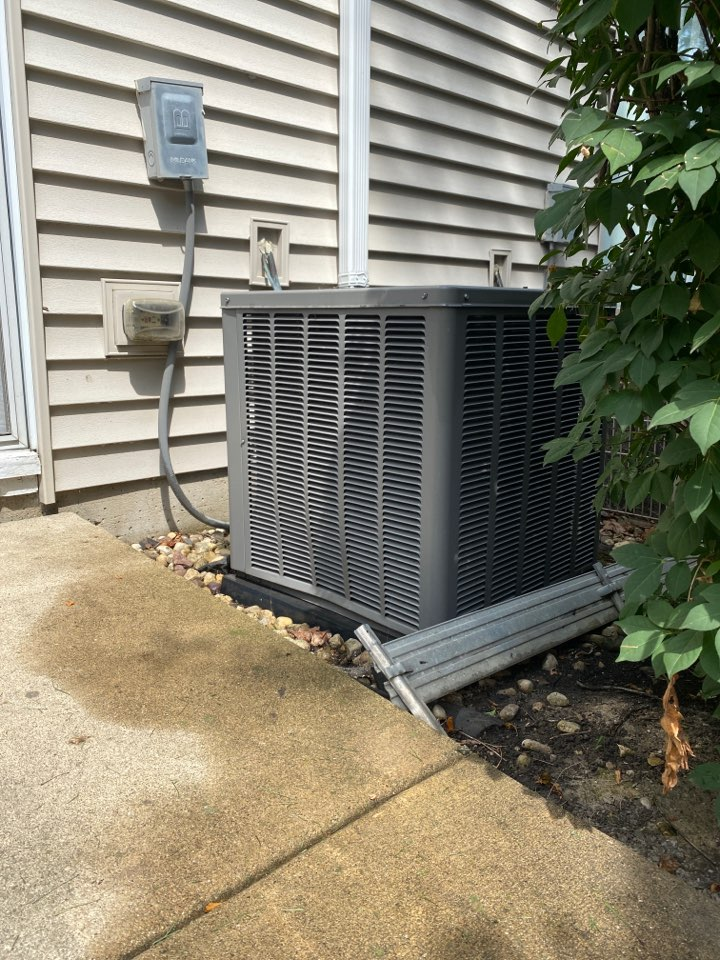 Schaumburg, IL - Air conditioning clean and check on a Weather King unit