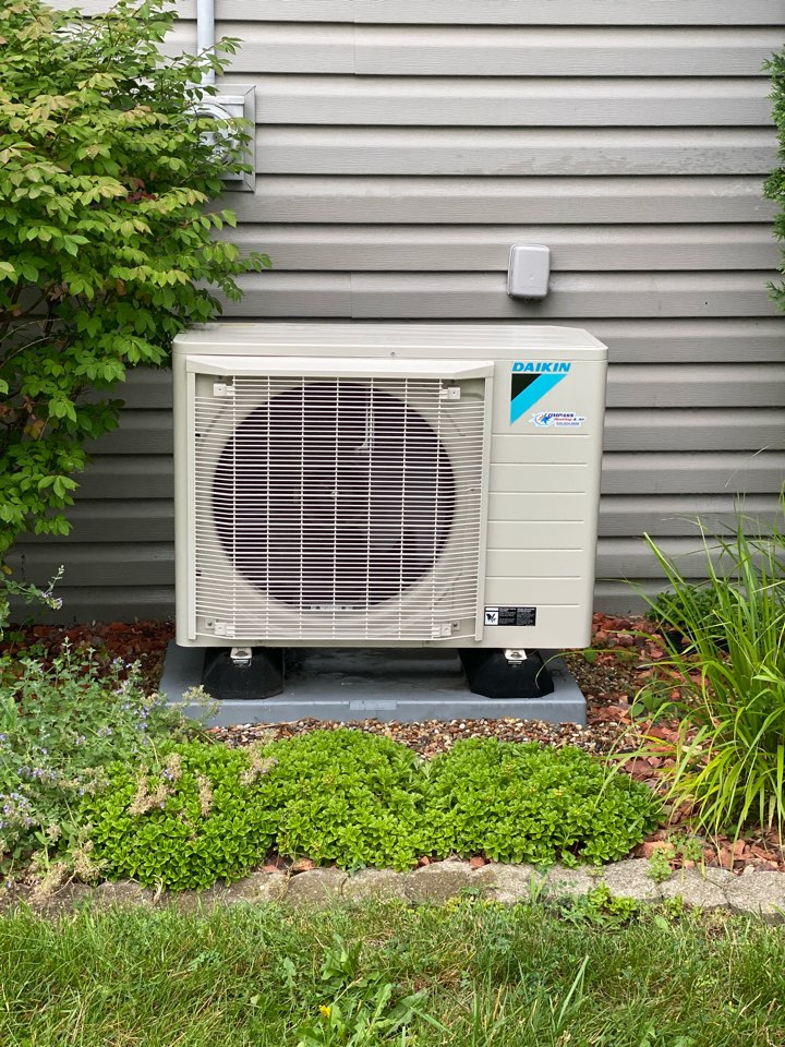 Hoffman Estates, IL - Air conditioning clean and check on a Daikin unit. FIT!