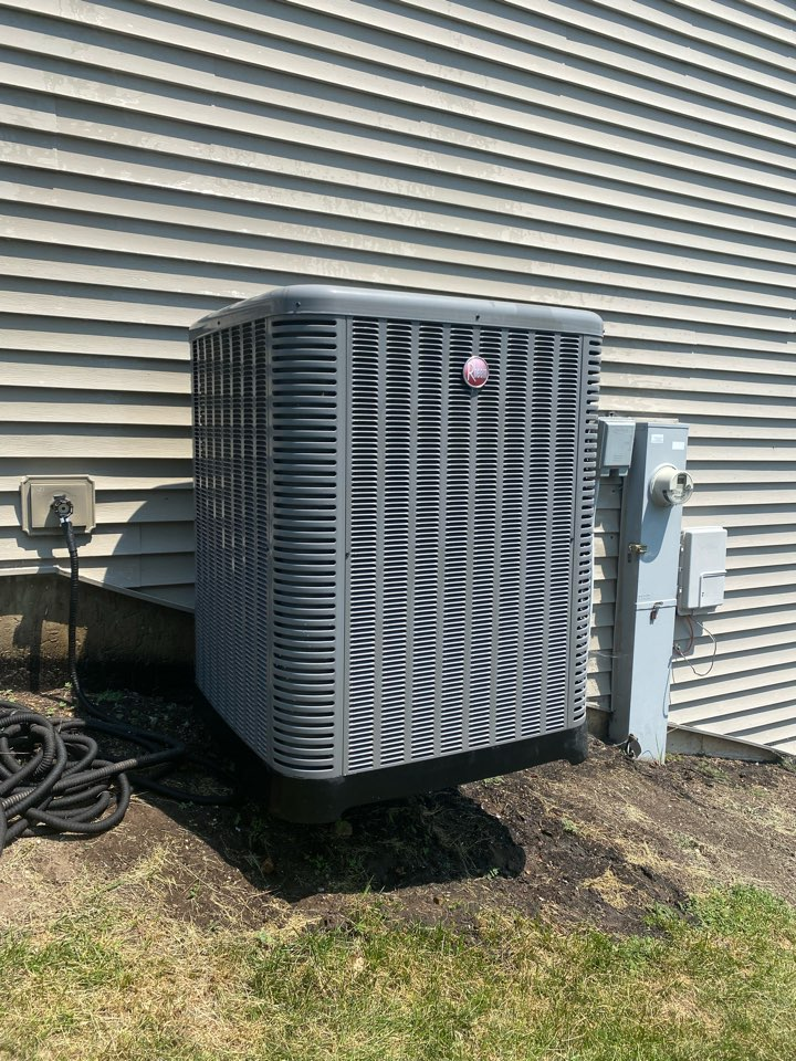 Hoffman Estates, IL - Air conditioning clean and check on a Rheem unit.