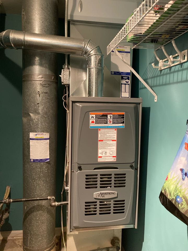 Schaumburg, IL - Clean and check on an Armstrong Air furnace