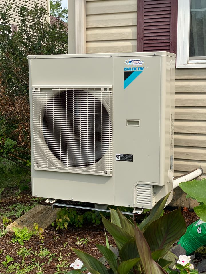 Air conditioning clean and check on a Daikin Fit system