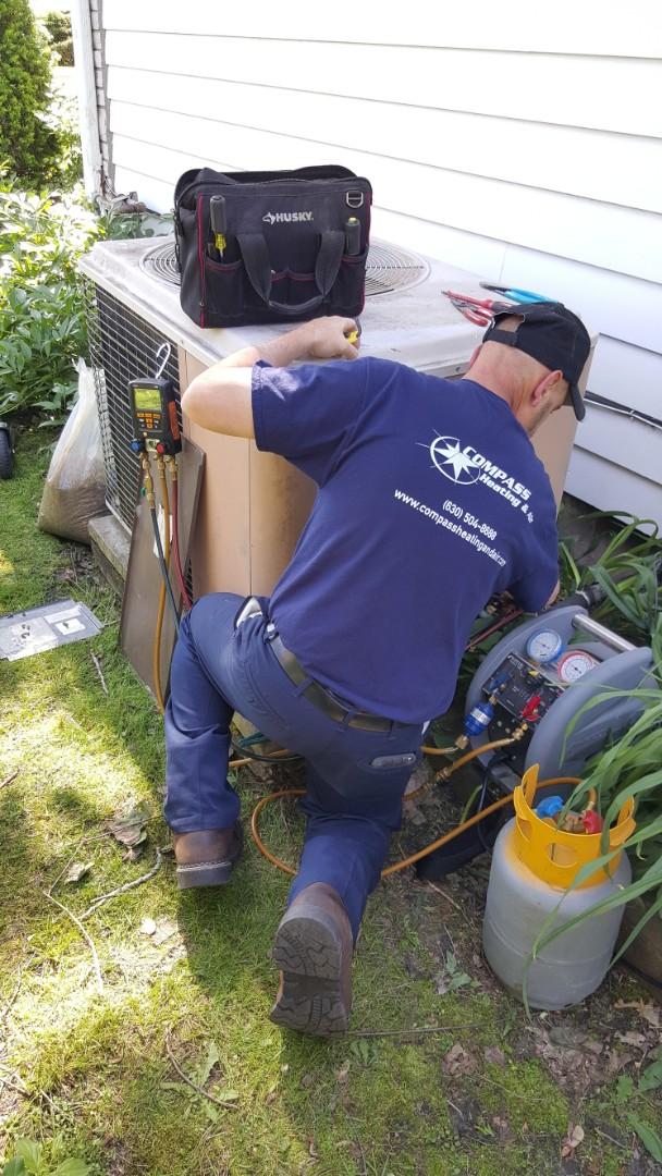 Palatine, IL - Replacing a 30 year old Amana air conditioning system with a high efficiency 16 SEER Amana AC, in Palatine, IL 60067.