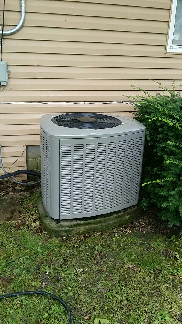 Grayslake, IL - Clean and check Lennox air conditioner Grayslake