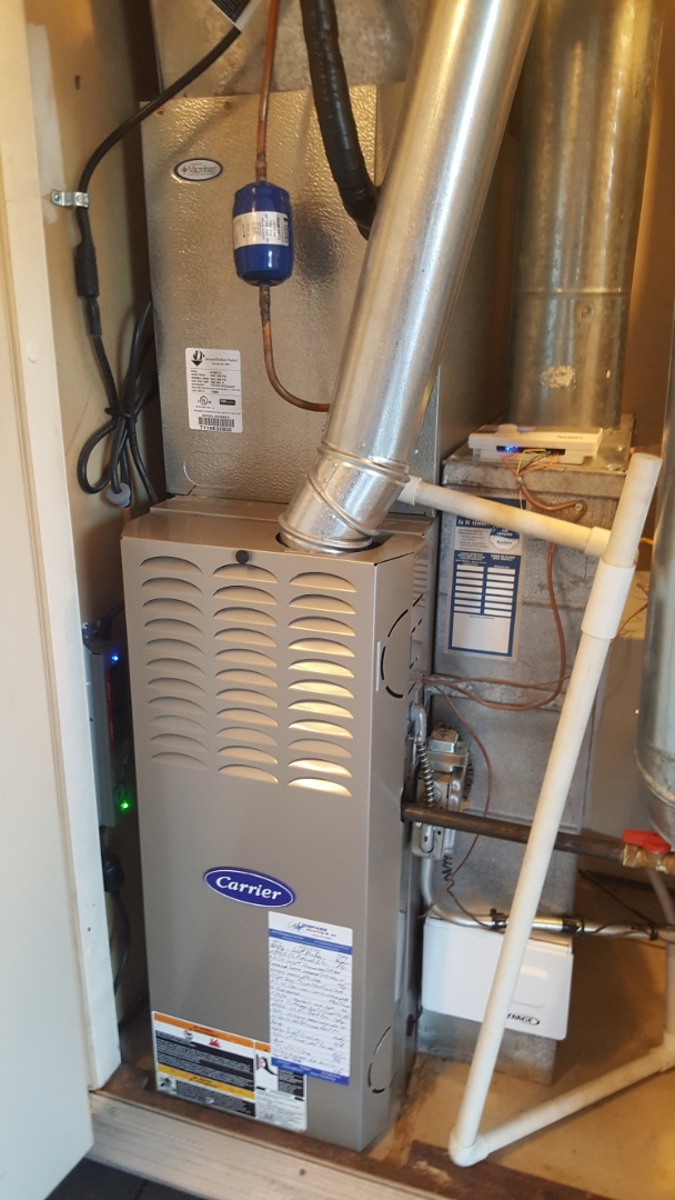 Streamwood, IL - Replacing a solenoid valve on an Aprilaire 500 humidifier and performing annual maintenance on a Carrier 58STA 80% natural gas furnace.