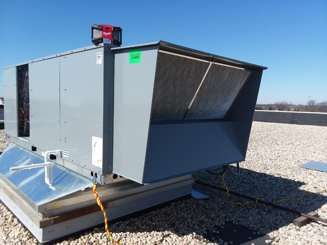 Bloomingdale, IL - Installing economizer on a new Daikin 20 ton rooftop in Bloomingdale