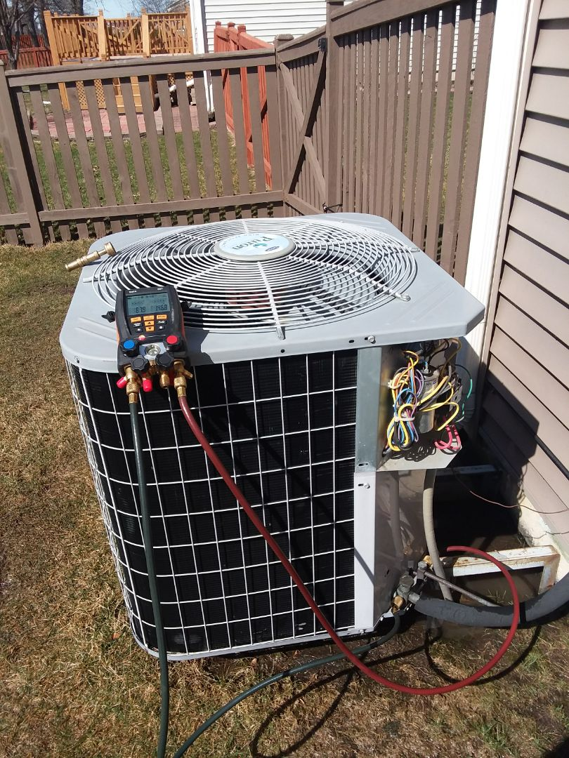 Wauconda, IL - Starting manufacturer recommended cleaning on Carrier air conditioning unit near Wauconda Illinois