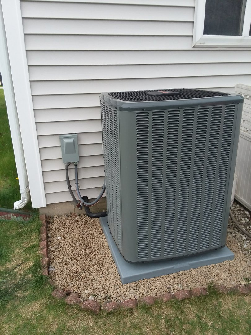 South Elgin, IL - Installing a new 16 Seer Amana air conditioning in South Elgin