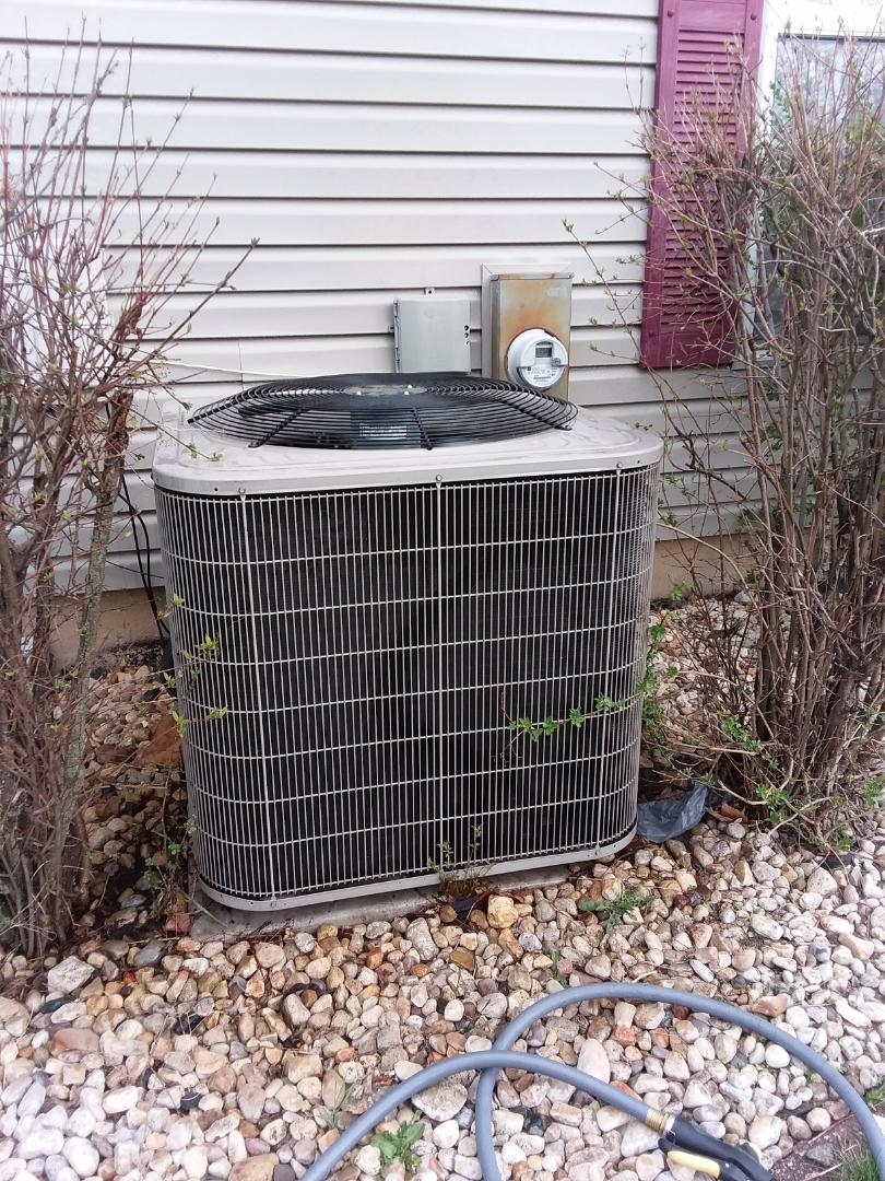 Streamwood, IL - Starting manufacturer recommended annual maintenance on Bryant air conditioning unit model 114ANA036C near Streamwood IL  Compass Heating And Air