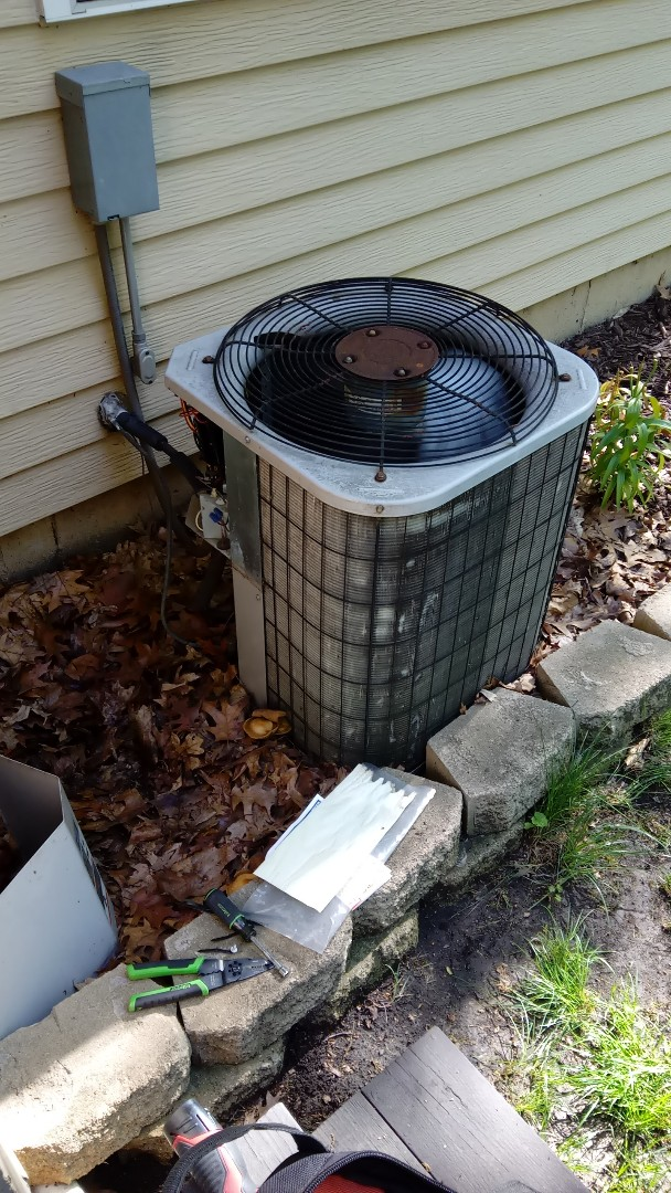 Streamwood, IL - Starting recommended preventative breakdown repair on 25 year old Carrier air conditioner near Bartlett Hills Golf Club