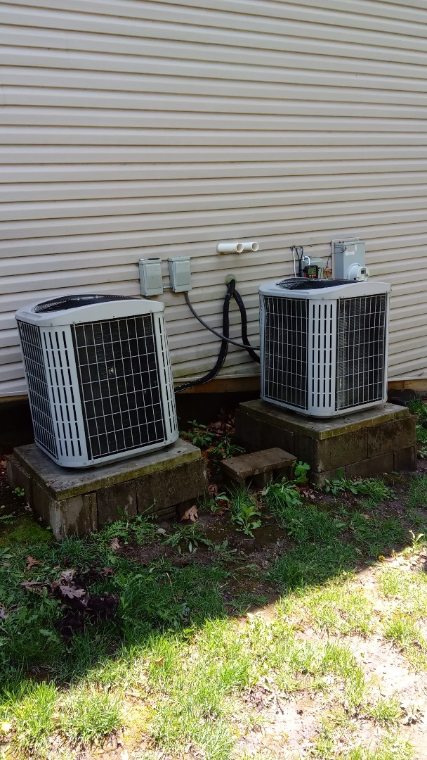 South Barrington, IL - Starting manufacturer recommended annual maintenance on to Carrier air conditioning units near Hoffman Estates
