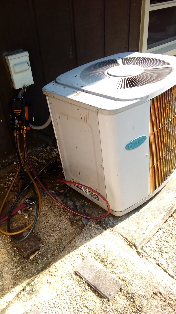 West Chicago, IL - Starting diagnostic on Carrier air conditioner that's not cooling properly Near West Chicago