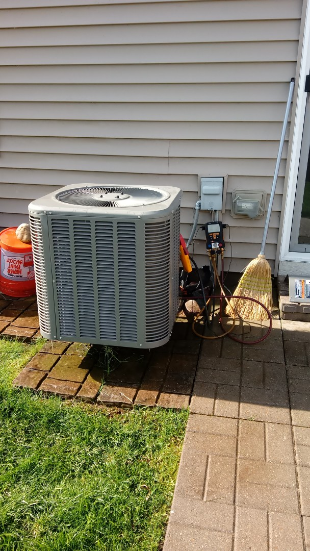 Hampshire, IL - Starting manufacturer recommended annual maintenance on Lennox air conditioner 13ACX02423018 Compass Heating and Cooling
