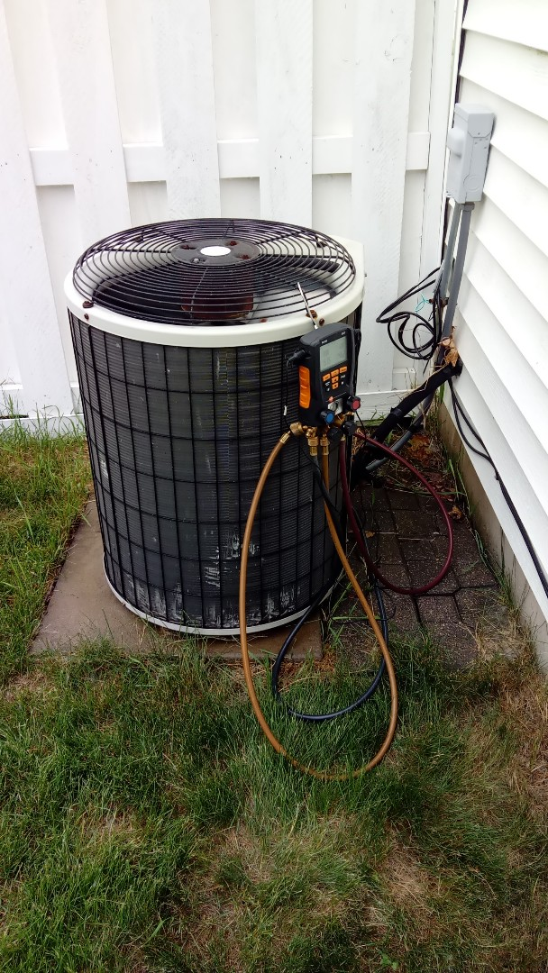 Huntley, IL - Starting manufacturer recommended annual maintenance on Payne air conditioner
