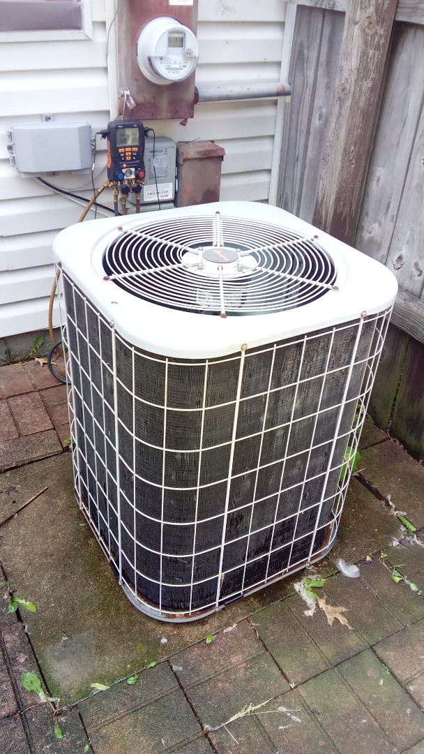 Hanover Park, IL - Starting manufacturer recommended annual maintenance on 17 year old  Amana air conditioner