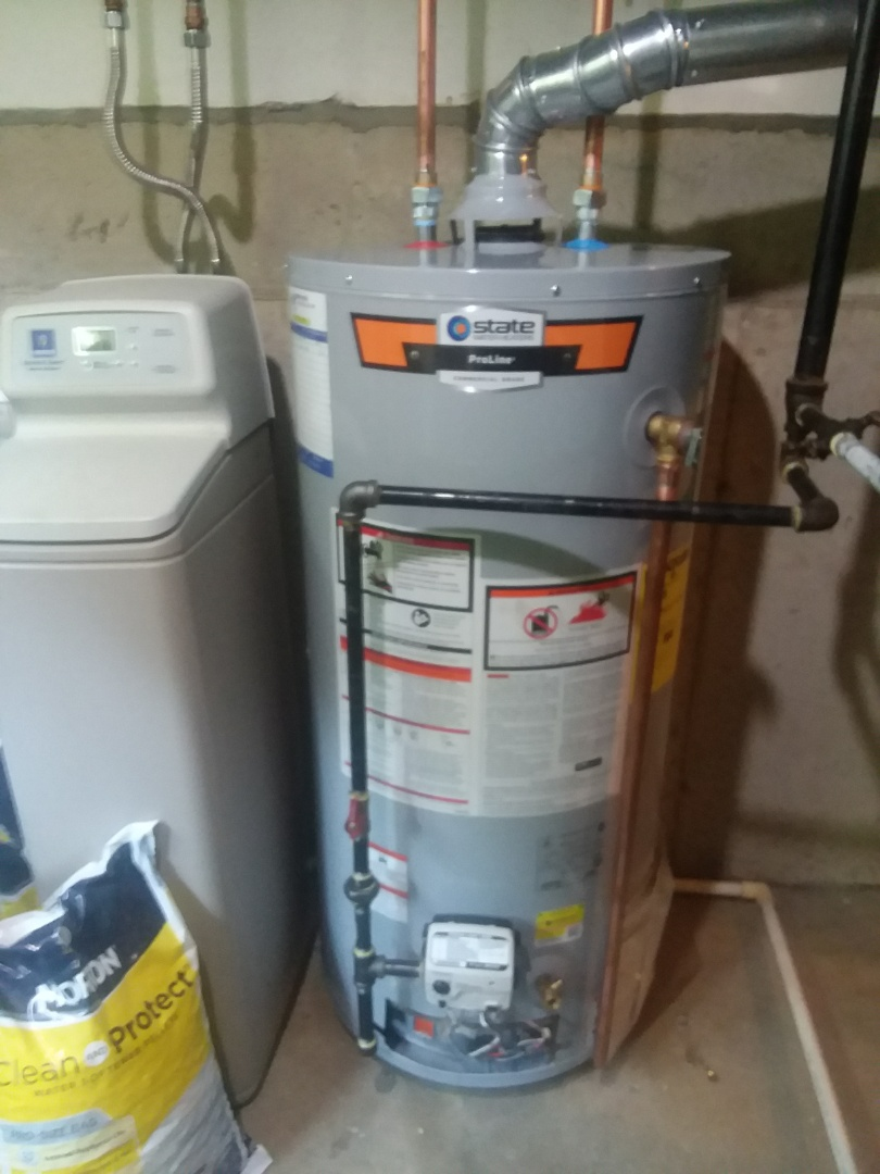 Fox River Grove, IL - Installing a new State 40 gallon water heater to replace a leaking one in Fox River Grove