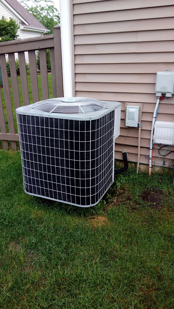 Wauconda, IL - Starting diagnostic on Carrier air conditioner that is not cooling home.