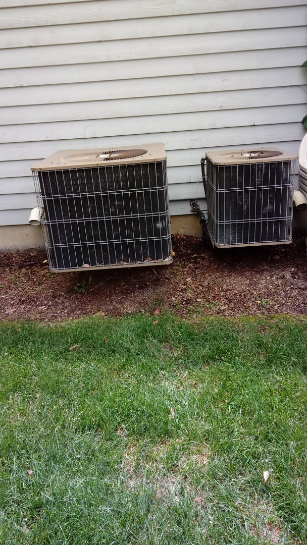 St. Charles, IL - Starting diagnostic on 12 year old Armstrong air conditioner that's not cooling