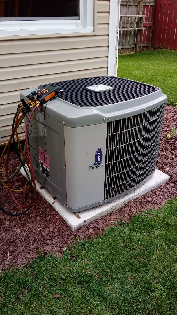 Algonquin, IL - Starting diagnostic on 12 year old Carrier air conditioner that's not cooling properly