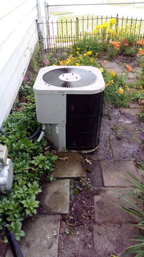 Bloomingdale, IL - Starting diagnostic on 22 year old Goodman air conditioner that is not cooling