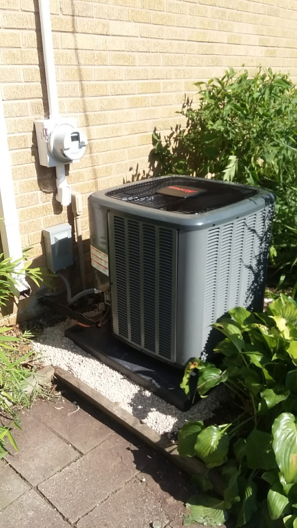 Elgin, IL - Installing a new Amana air conditioning system in elgin.