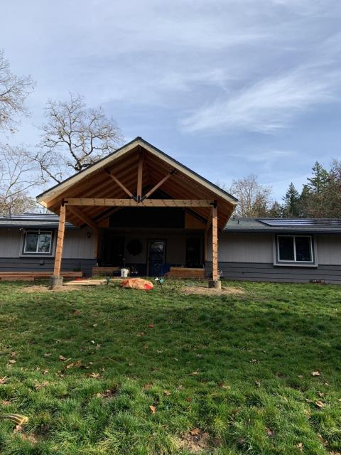 Grants Pass, OR - This job was a BIG one. From Solar to whole new GAF TIMBERLINE SHINGLES, COVERED PORCH AS A NEW ADDITION, AND CAN'T FORGET THE DECOTECH SOLAR TO GIVE THIS CUSTOMER A BEAUTIFUL AESTHETIC TO THEIR HOME