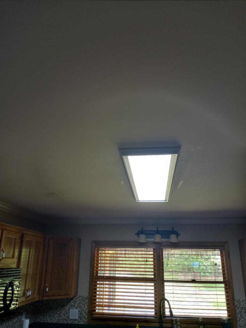 Electrician near me in Ellijay Georgia install a light fixture