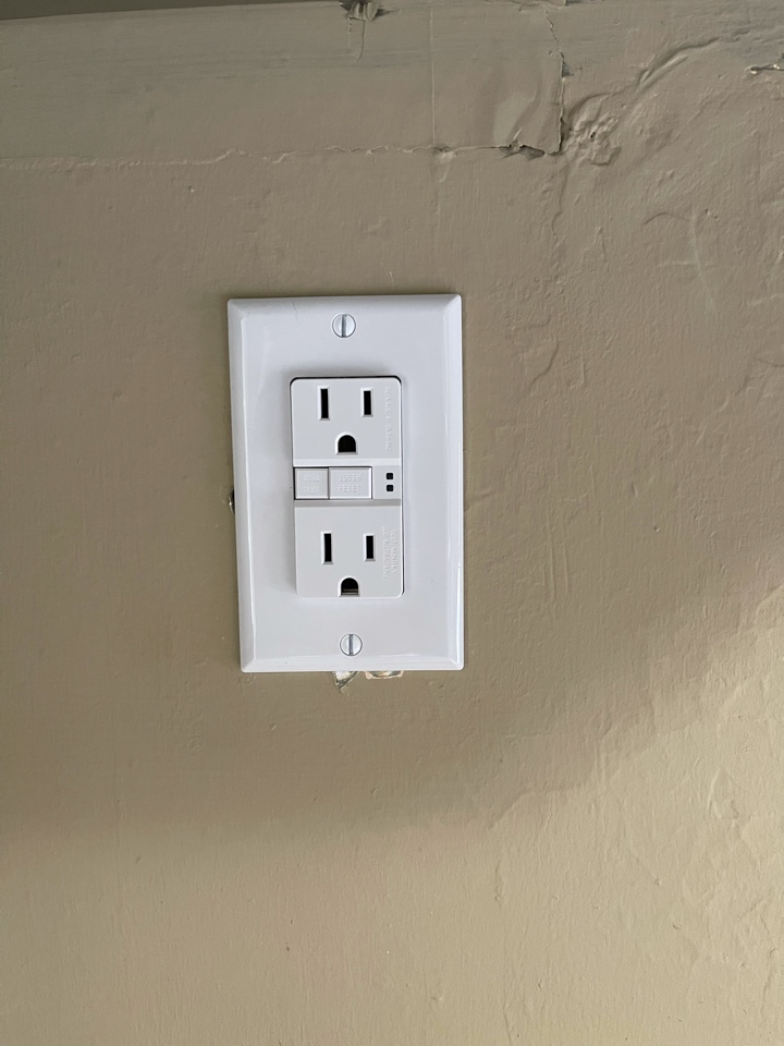 Electrician near me in Calhoun ga replaced old wiring kitchen with new up to date wiring and devices.