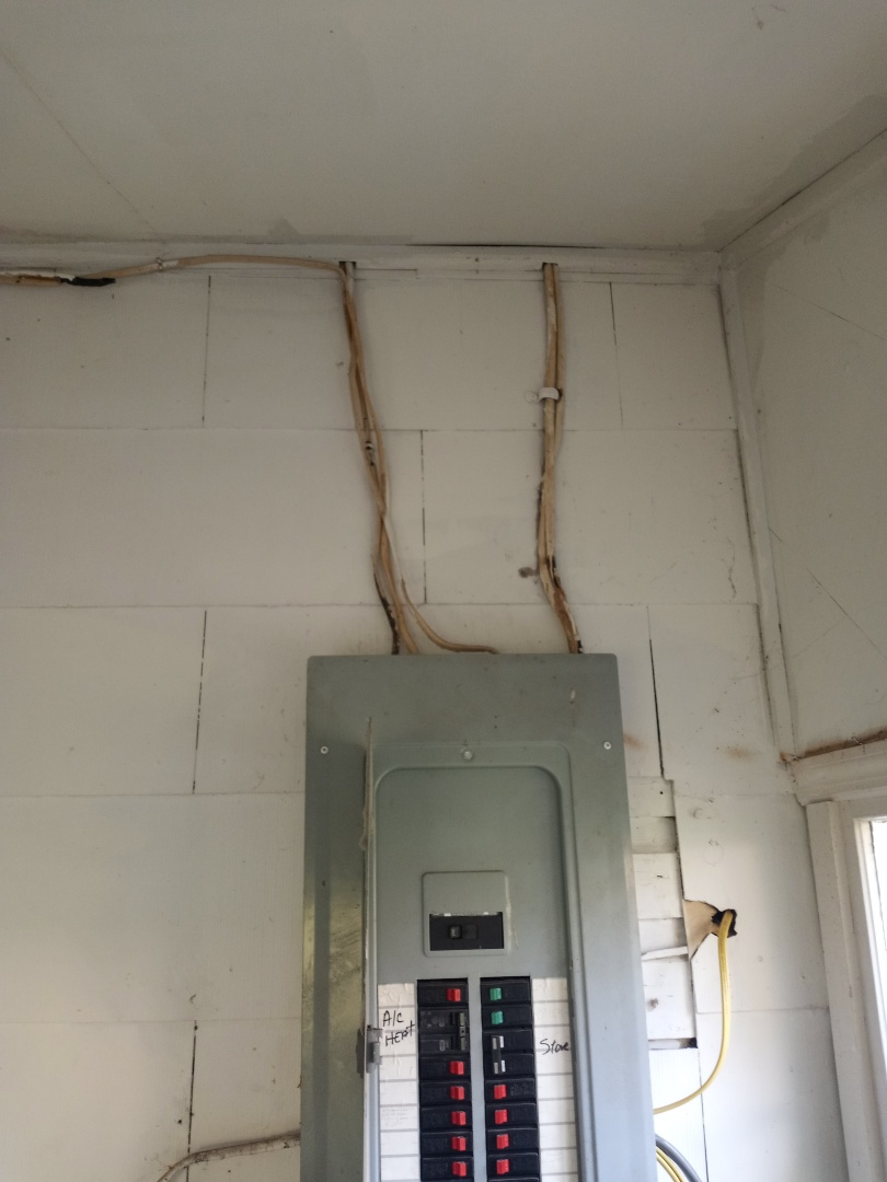 Electrician near me in Summerville Georgia giving a free electrical estimate for service upgrade