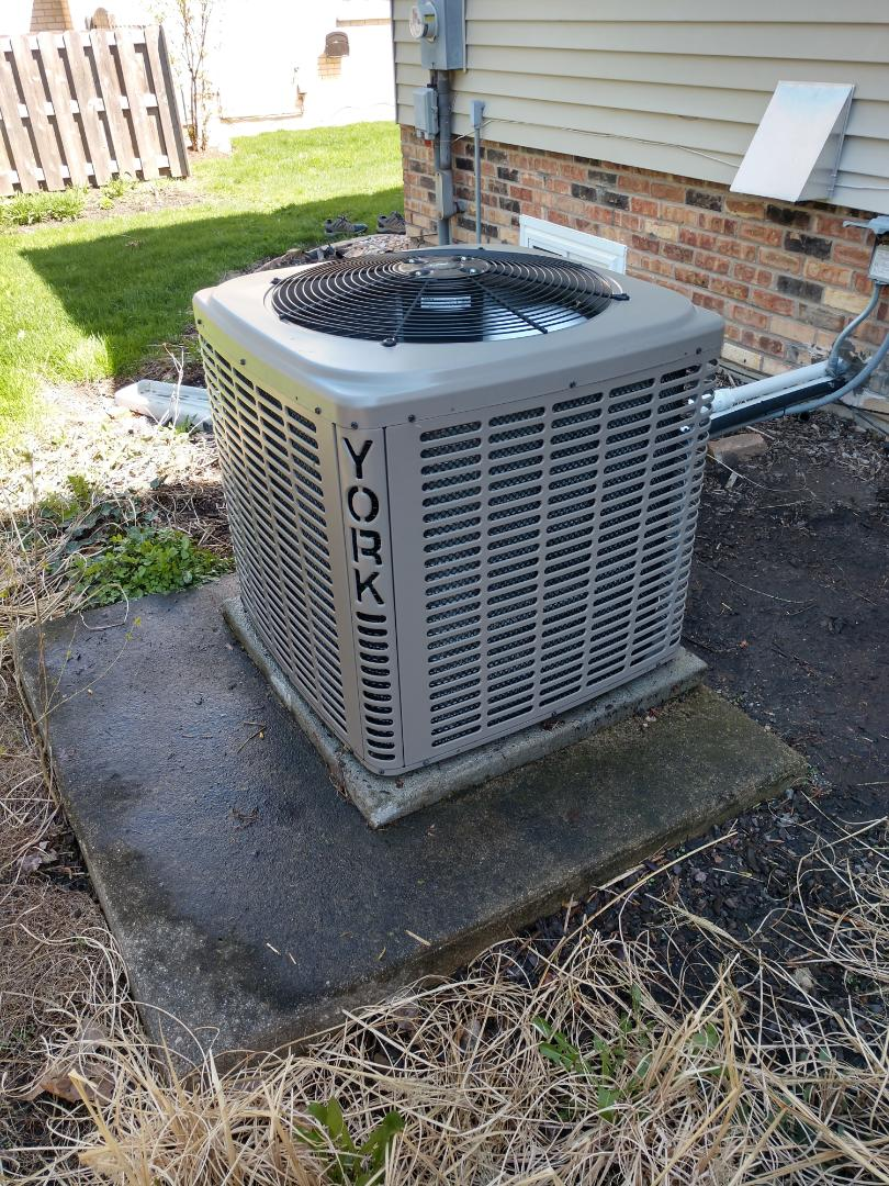 Arlington Heights, IL - We performed air conditioner maintenance on a York condenser