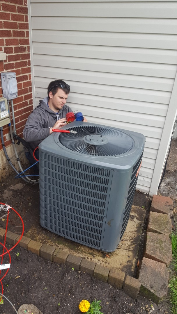 Des Plaines, IL - Performed A.C. maintenance on Goodman air conditioner. Air Conditioning tune up in Des Plaines.