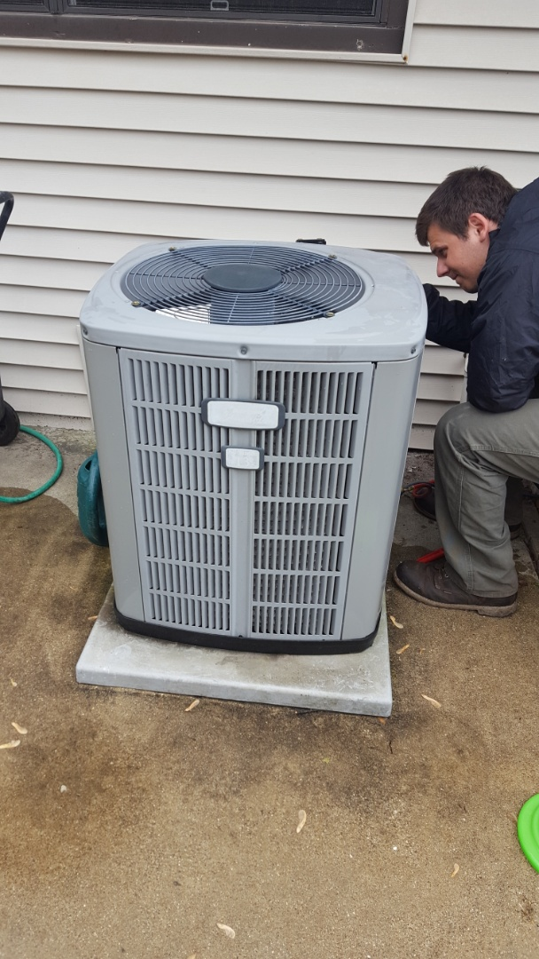 Mount Prospect, IL - Performed A.C. maintenance on American Standard air conditioner. Replace dual capacitor in Mt Prospect. Air Conditioning tune up.