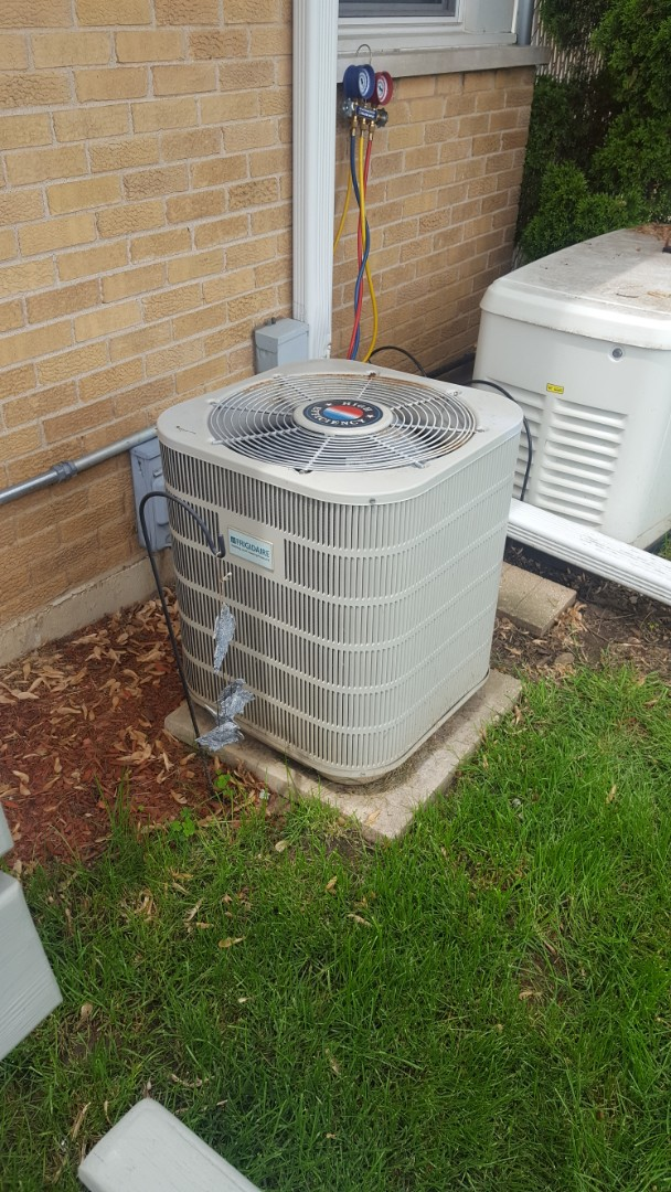 Des Plaines, IL - Performed A.C. maintenance on Fridgeaire air conditioner. Air Conditioning tune up in Des Plaines.