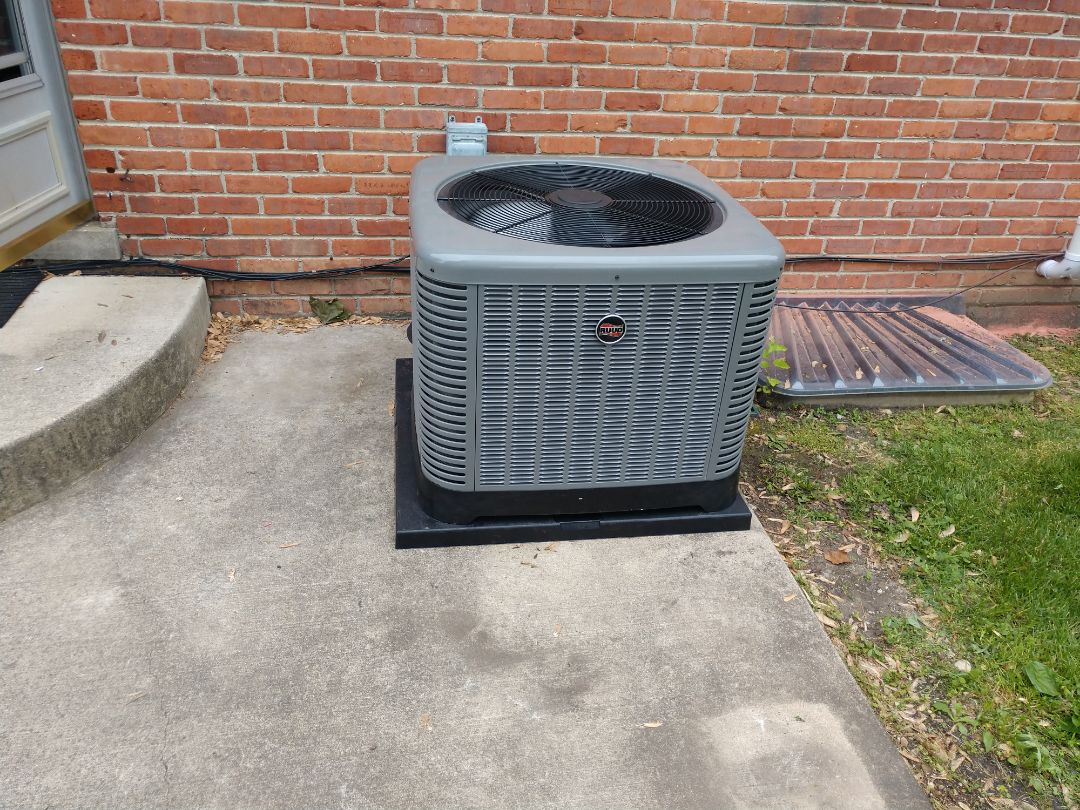 Mount Prospect, IL - We performed an installation on a new Ruud ra14 air conditioner and U96v 96% 2 stage variable speed furnace
